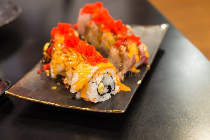 Sushi de Engawa na placa preta foto de stock