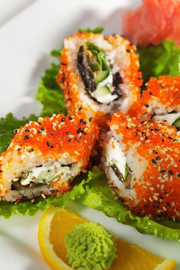Sushi de Maki - enguia e rolo de Tobiko foto de stock
