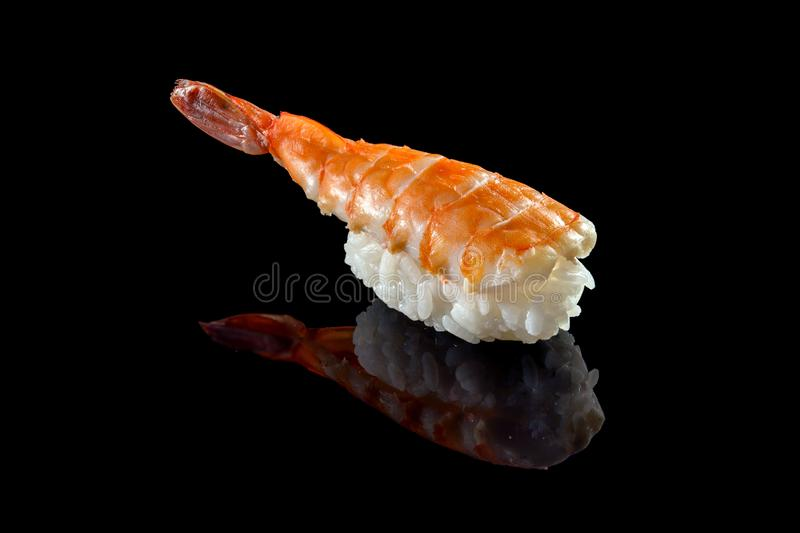 Sushi de Nigiri con el camarón aislado imagen de archivo libre de regalías