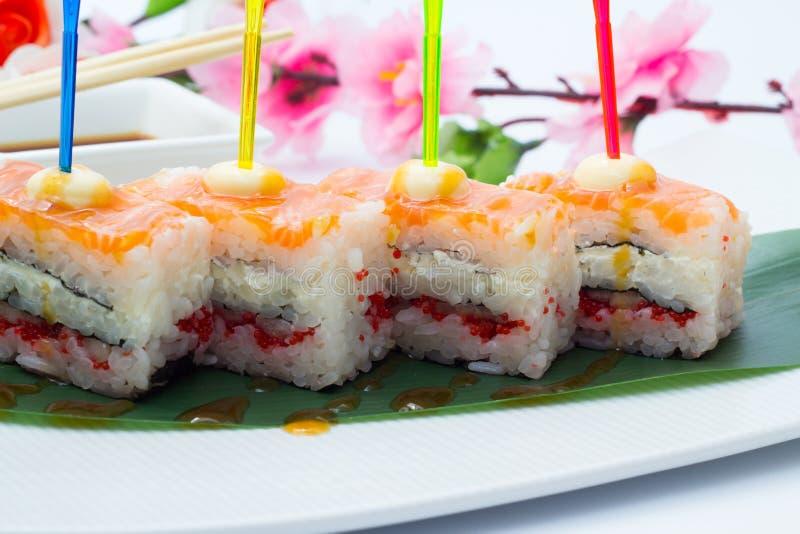 Sushi de Oshi com salmões imagens de stock