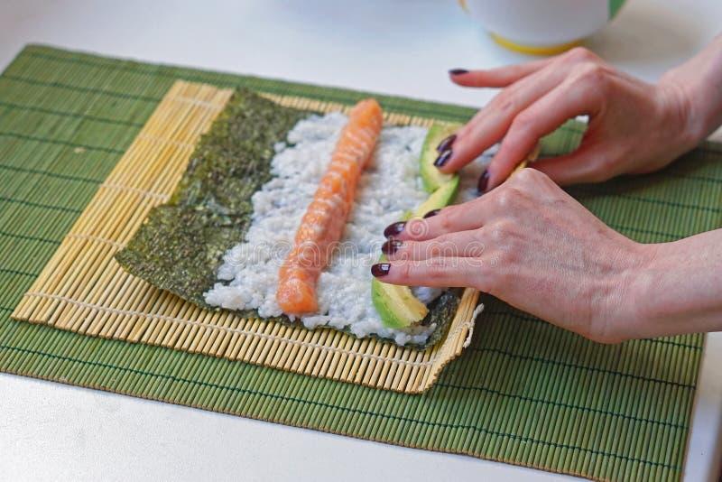 Sushi del balanceo fotos de archivo