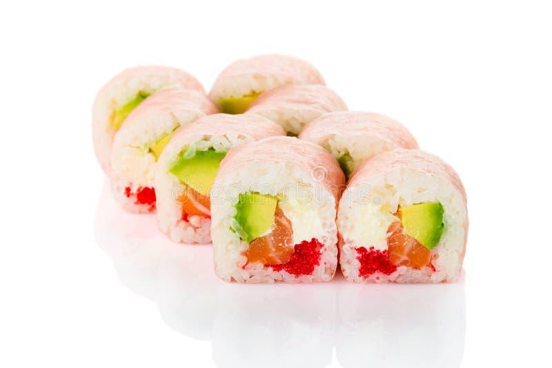 Sushi del maki del rollo de Philadelphia con el almon, queso cremoso, aguacate a fotos de archivo