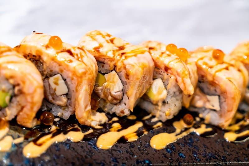 Sushi del rollo de los salmones fotos de archivo