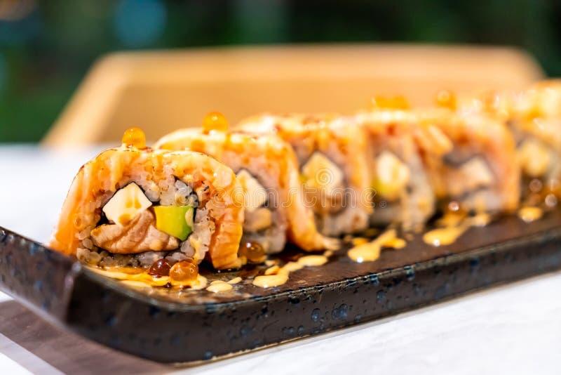 Sushi del rollo de los salmones imagen de archivo libre de regalías