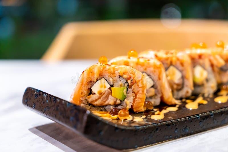 Sushi del rollo de los salmones fotos de archivo libres de regalías