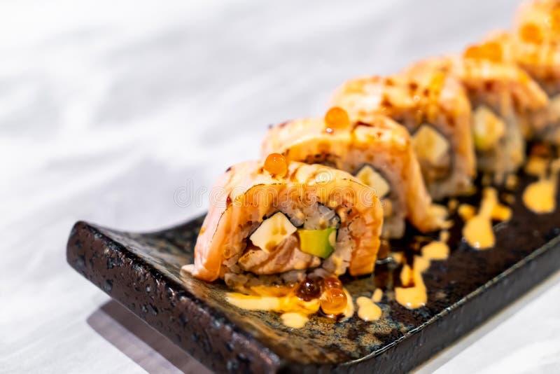 Sushi del rollo de los salmones foto de archivo