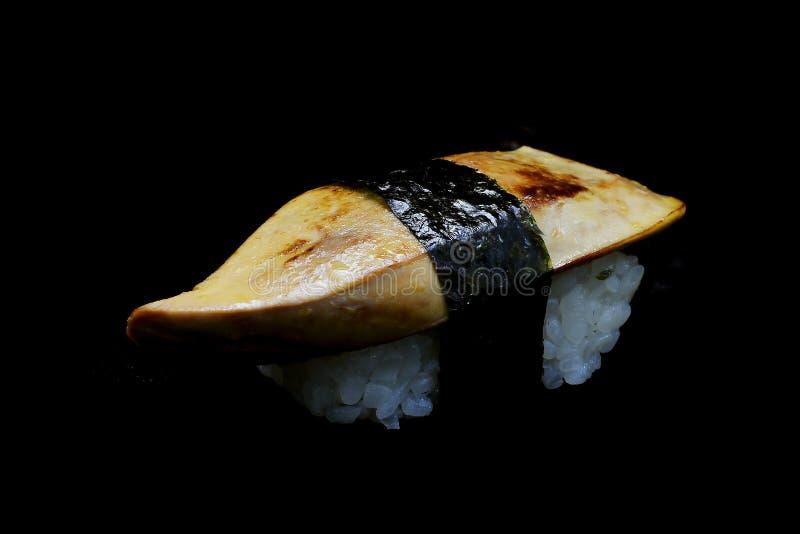 Sushi delicioso exclusivo com garas sushi de Foie ou parte superior do fígado de ganso na batida japonesa do arroz pela alga Trad fotografia de stock royalty free