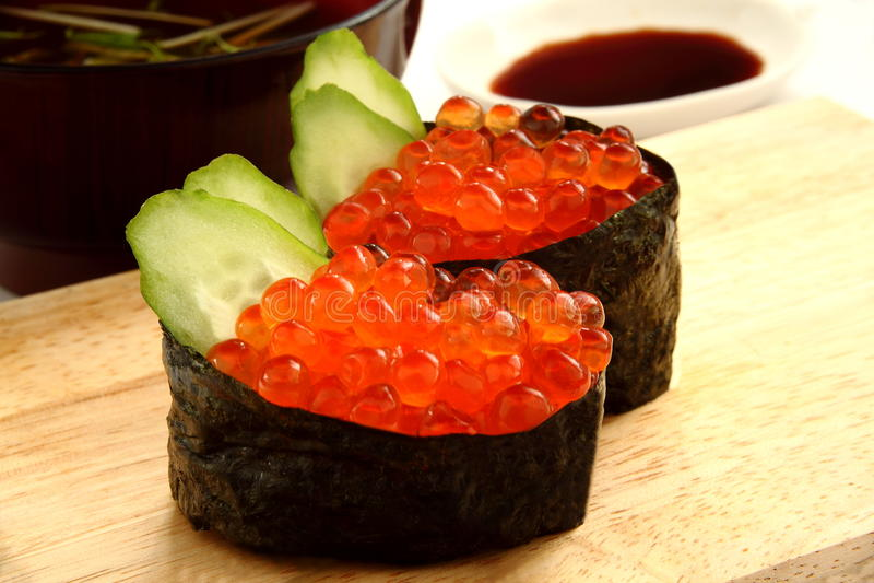 Sushi di Ikura immagine stock libera da diritti