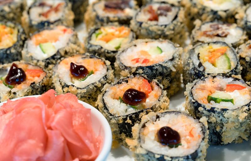 Sushi di Maki del Tempura fotografia stock libera da diritti