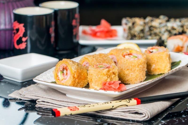 Sushi di Maki del Tempura fotografie stock libere da diritti