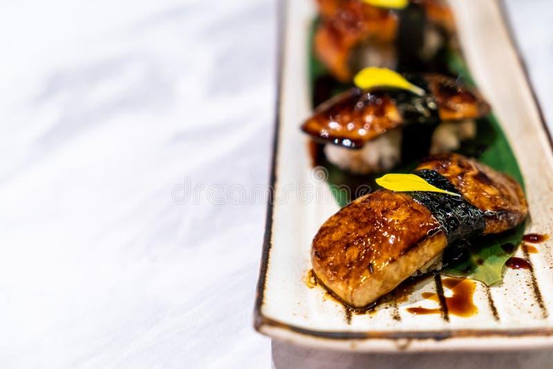 sushi do foiegras - alimento japonês fotos de stock royalty free