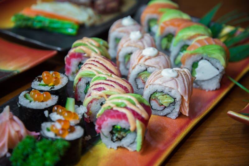 Sushi do rolo do estilo japonês fotos de stock