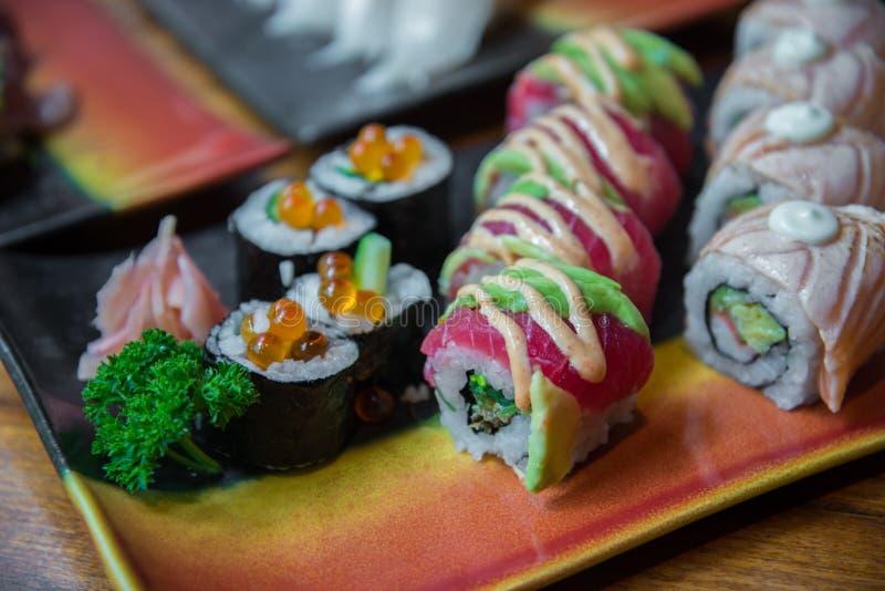 Sushi do rolo do estilo japonês fotos de stock royalty free