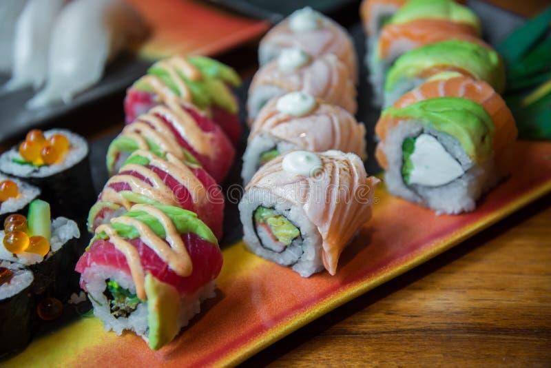 Sushi do rolo do estilo japonês imagem de stock royalty free