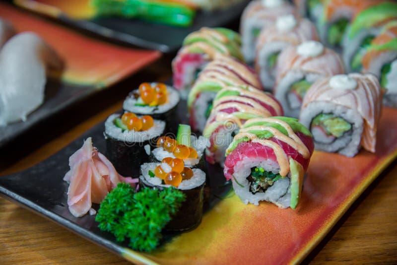 Sushi do rolo do estilo japonês imagens de stock royalty free