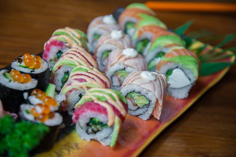 Sushi do rolo do estilo japonês fotografia de stock