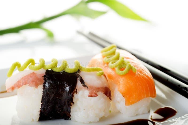 Sushi dos salmões e do polvo fotos de stock royalty free