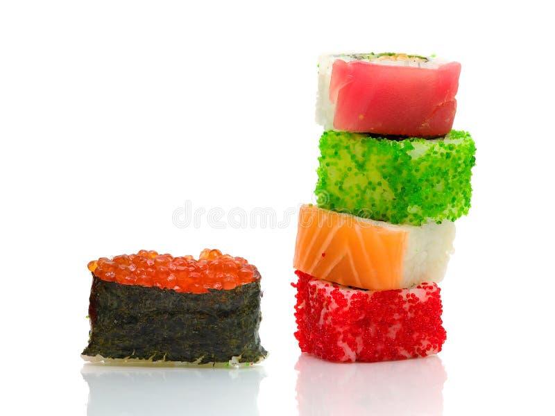 Sushi e rolos em um fundo branco com reflexão fotos de stock