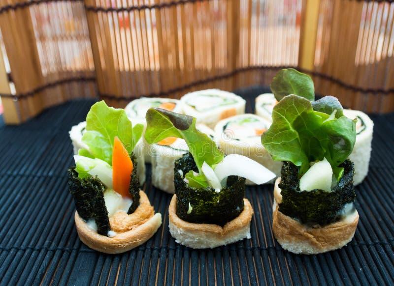 Sushi ein Salat stockbilder