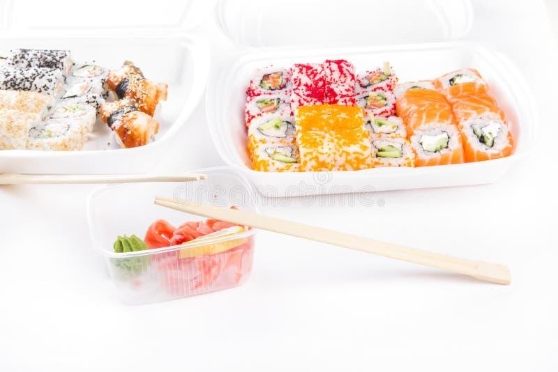Sushi en broodjesassortiment stock foto's