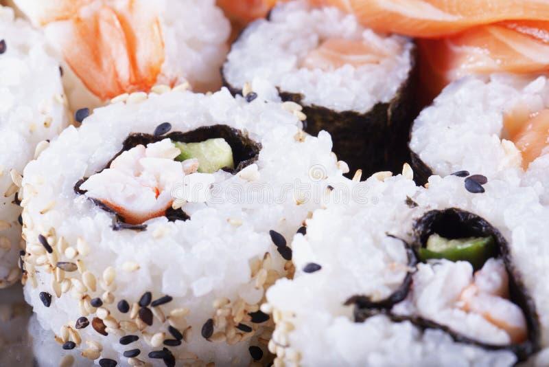 Download Sushi En Cierre Para Arriba Foto de archivo - Imagen de salmones, tradicional: 64207610