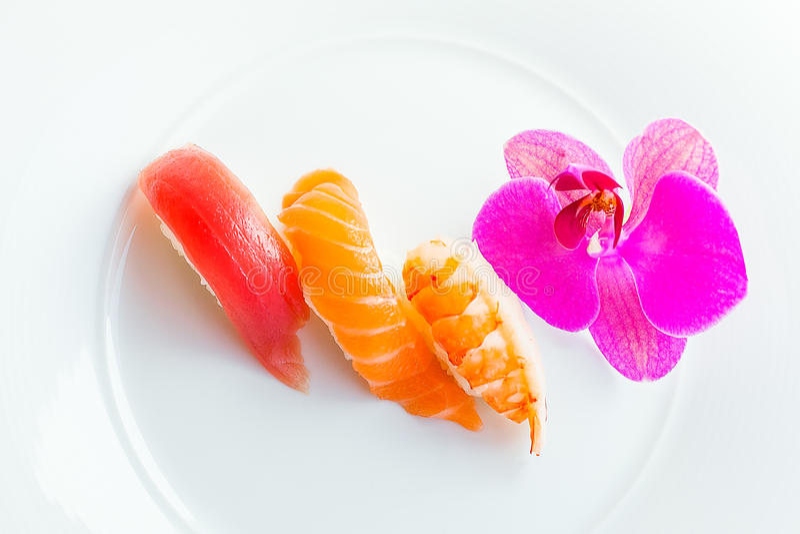 Sushi en la placa fotos de archivo libres de regalías