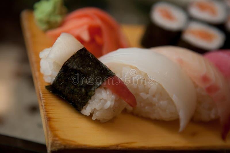 Sushi en restaurante japonés imagenes de archivo