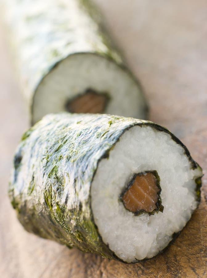 sushi för bräderulllax arkivbild