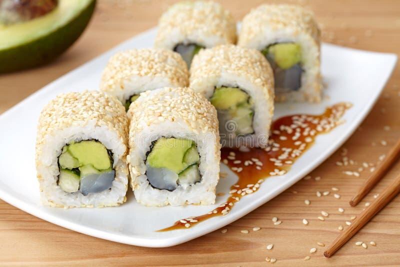 Sushi för ris för Kalifornien rulle traditionell havs- arkivbilder
