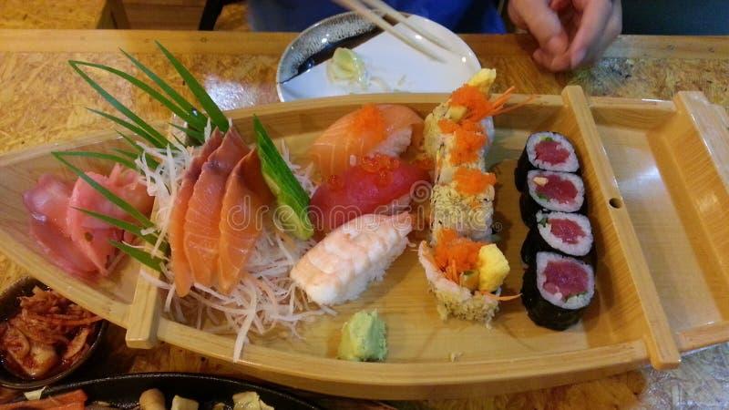 Sushi fijado en el bote pequeño fotos de archivo libres de regalías
