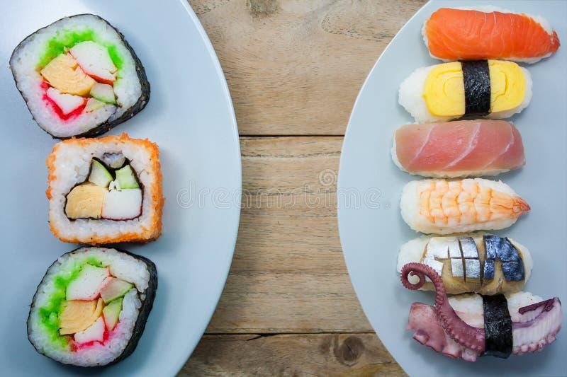 Sushi freschi su di legno rustico fotografia stock