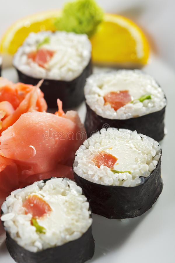 Sushi fumado de Maki do atum foto de stock