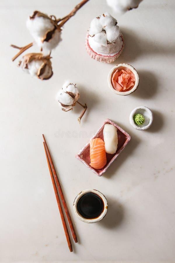 Sushi gesetztes nigiri stockbilder