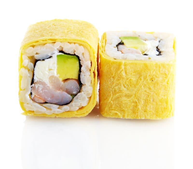 Sushi giapponesi con gamberetto, l'avocado ed il formaggio fotografia stock libera da diritti