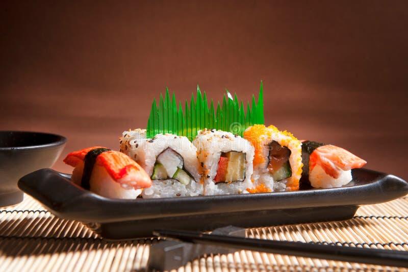 Sushi giapponesi tradizionali dell'alimento fotografie stock libere da diritti