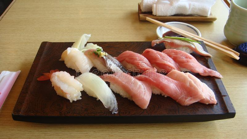 Sushi in Japans restaurant stock foto