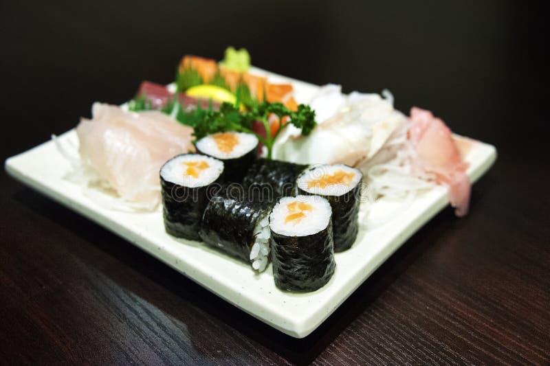 Sushi - japansk skaldjur royaltyfri fotografi