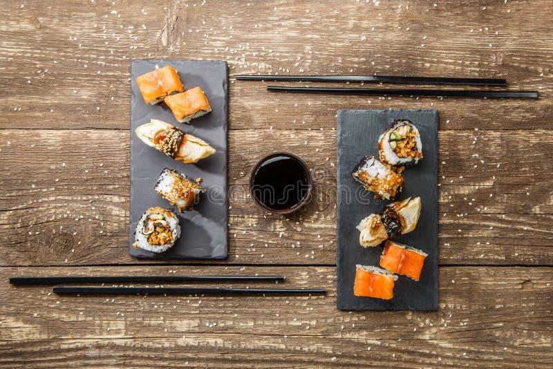 Sushi japonês do marisco, rolos imagem de stock
