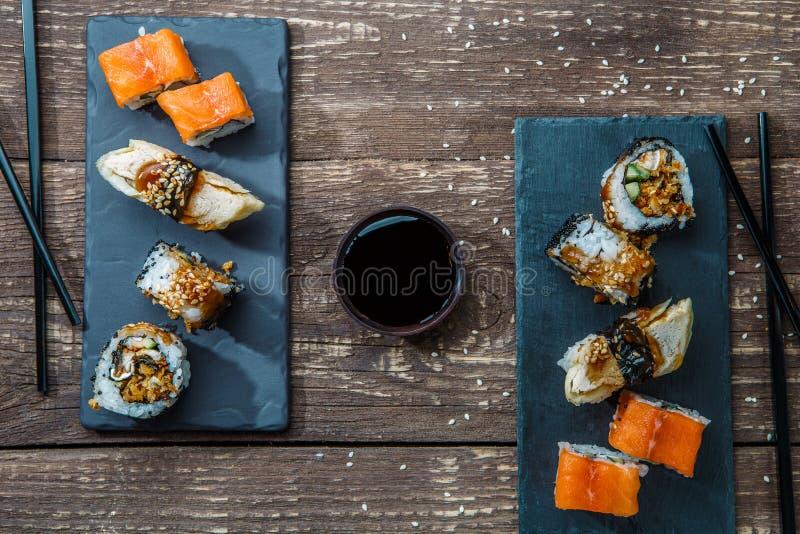 Sushi japonês do marisco, rolos fotografia de stock