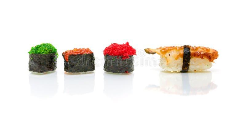 Sushi japonês em um fundo branco fotos de stock