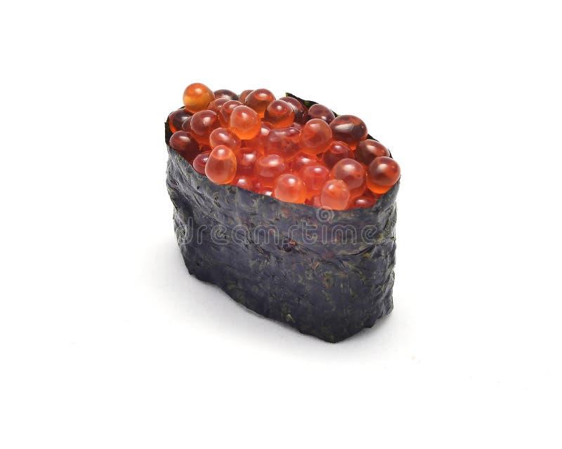 Sushi japonês Ikura do alimento da tradição, sushi de Gunkan ou ovas dos salmões na batida do arroz de japão pela alga fotografia de stock