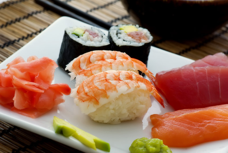 Sushi-Mehrlagenplatte lizenzfreie stockfotos