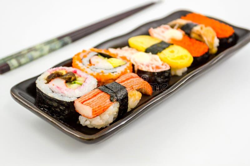 Sushi met eetstokjes. royalty-vrije stock afbeeldingen