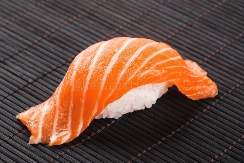 Sushi met zalm royalty-vrije stock foto's