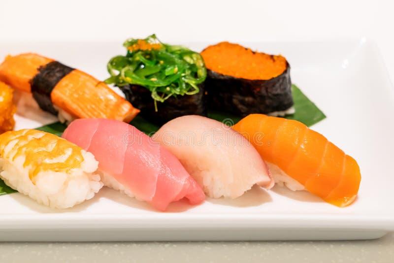 Sushi mezclado en la placa foto de archivo libre de regalías