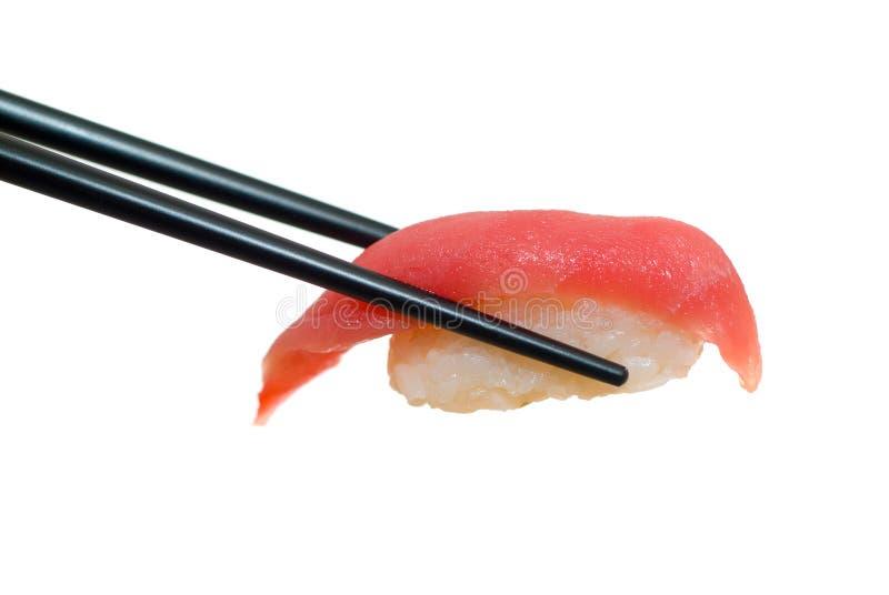 Sushi mit Ess-Stäbchen stockfotografie