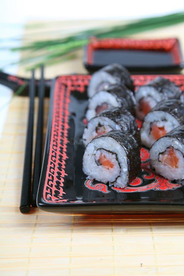 Sushi mit Lachsen stockfotos