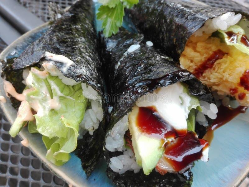 Sushi: o abacate eal fritou peixes foto de stock
