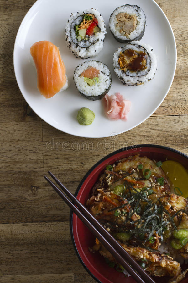 Sushi och donburi royaltyfri bild