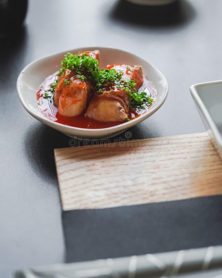 Sushi och japansk mat på tabellen royaltyfria foton